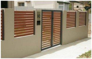 Gard din beton cu uluca de lemn lacuita