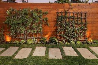 Model gard lemn pentru curte si gradina