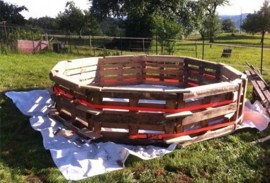 Structura piscina din paleti