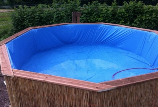 Umplere piscina din lemn