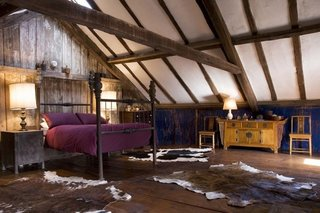 Dormitor rustic mansarda
