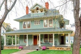 Casa cu etaj si mansarda
