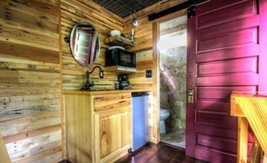 Interior cabana facuta din container