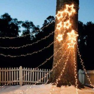 Idee decorare copac cu instalatie luminoasa