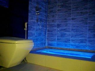 Cada de baie cu tub cu lumini led