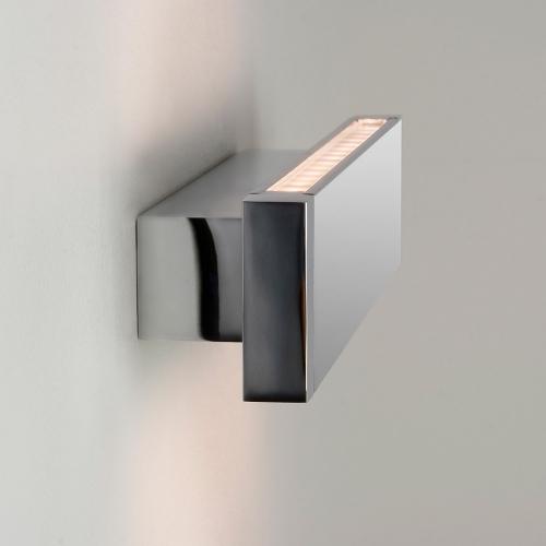 Model de aplica pentru baie cu LED