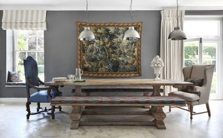 Dining amenajat in combinatie de stil rustic, clasic si industrial