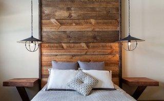 Pendante suspendate in lateralele patului