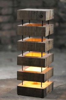 Lampa de podea din lemn pentru decor rustic