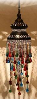 Piesa decorativa colorata cu accente orientale