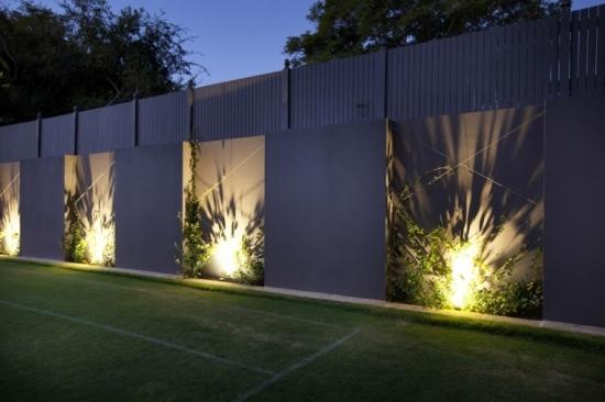 Iluminat decorativ pentru gardul din curte