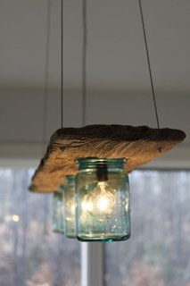 corp de iluminat handmade din scandura si borcane