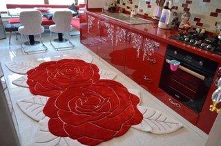 Covor rosu cu alb in forma de floare