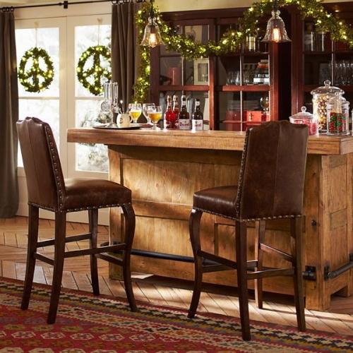 Bar rustic cu scaun decorat cu chilim afgan