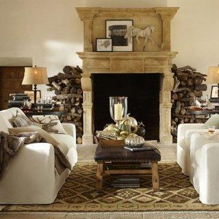 Living decorat in stil neo clasic cu covor chilim