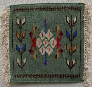 Covoras de lana model romanesc