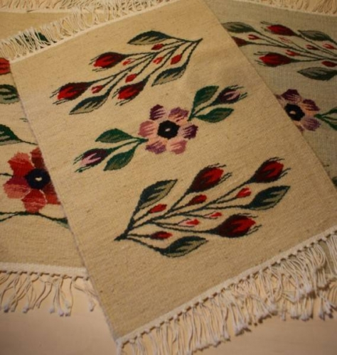 Covoras floral oltenesc lucrat manual la gherghef
