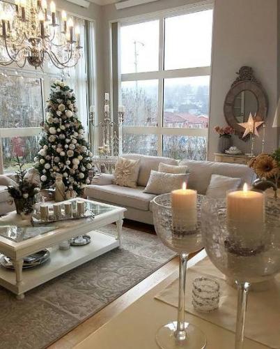 Living decorat cu motive de sarbatoare