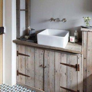 Decor din lemn pentru baie rustica