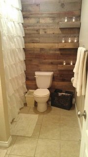 Perete din lemn baie