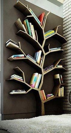 Biblioteca din lemn in forma de copac