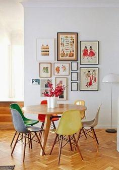 Masa de dinning cu scaune colorate