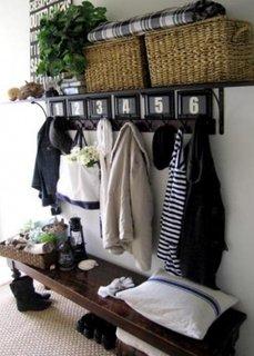 Ansamblu mobilier pentru hol din lemn de nuc