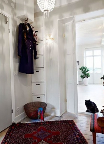 Dulap pentru hol cu sertare construit in nisa si cuier suspendat