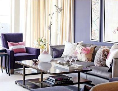 Canapea mov si pereti lila