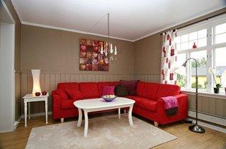 Coltar rosu in living zugravit cu crem
