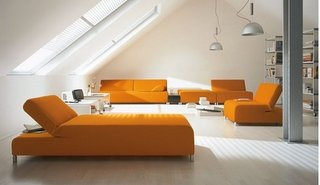 Set de canapele si fotolii portocalii in living alb