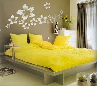 Dormitor gri cu galben
