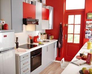 Mobila de bucatarie moderna rosu cu gri