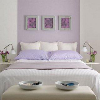 Combinatie de alb cu mov pentru dormitor matrimonial