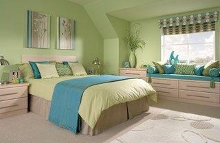 Dormitor decorat cu verde si albastru