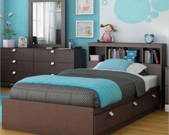 Dormitor fascinant amenajat cu turcoaz si maro inchis