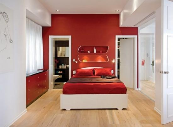 Dormitor modern alb cu rosu si maro inchis