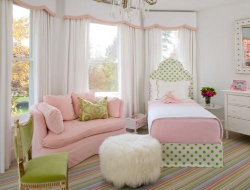 Dormitor roz pal cu verde