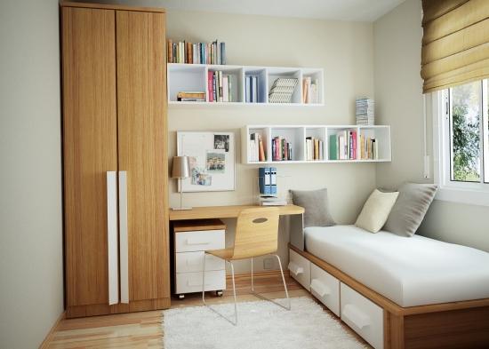 Idee de amenajare a unui dormitor mic cu pereti albi si mobilier din lemn deschis