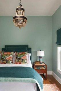 Dormitor amenajat in bleu aquamarine