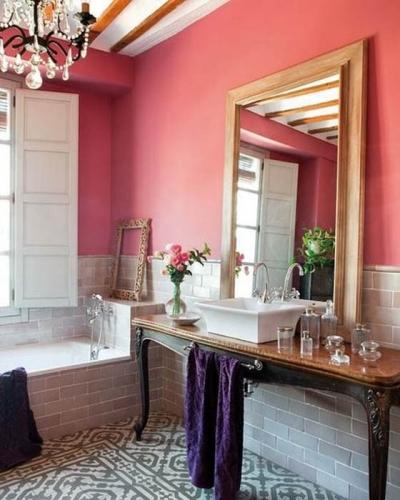 Inghetata de capsuni culoare pentru peretii unei bai