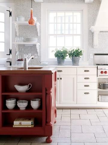 Mobila de bucatarie in doua culori alb si maro roscat