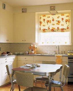 Roleta textila cu fructe pentru geamul din bucatarie