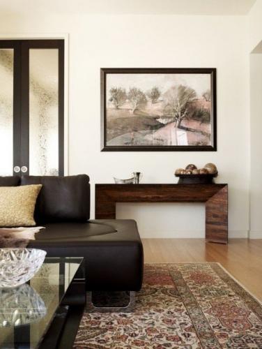 Amenajare minimalista incorporand un tablou mare
