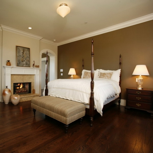 Dormitor cu parchet inchis si mobila clasica