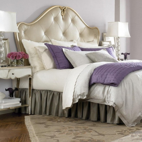 Dormitor amenajat luxuriant cu pat cu tablie din piele crem