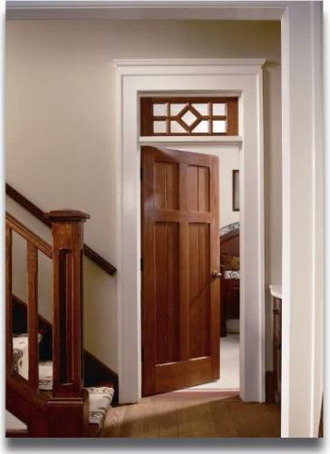 Usa de interior din lemn masiv cu luminator cu grilaj din lemn