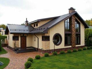 Casa cu tencuiala decorativa crem