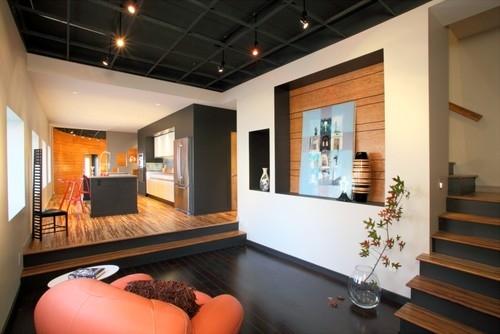 Parter open space placat cu combinatie de parchet negru cu parchet din lemn de stejar