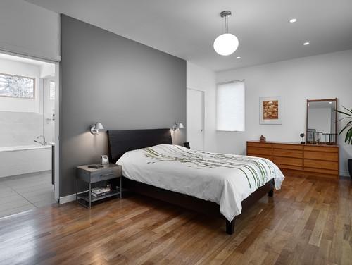 Pereti gri pat wenge asejat pe mijloc si parchet deschis la culoare